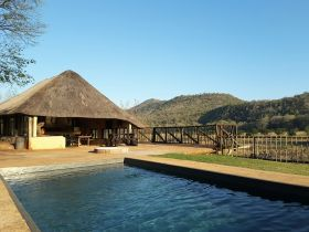 nkonka-safari-lodge-pool